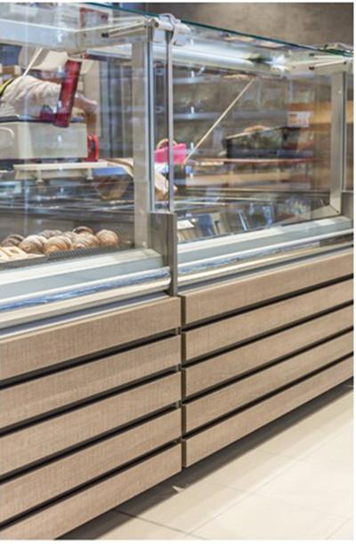 Zoom sur vitres relevables sur vitrine service arrière vitrine refrigeree